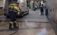 Continúa la limpieza a fondo de las vías céntricas de Almendralejo