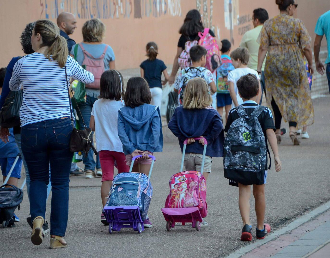 Educación pone 700.000 euros más para libros y material escolar gratuitos