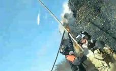 Arde un camión cargado de pacas de paja en la carretera de Sevilla