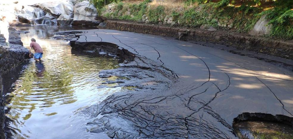 Las lluvias llenan de lodo y ceniza las zonas de baño de Garganta la Olla y Jaraíz