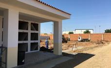 Comienzan a construir 108 nuevos nichos en el cementerio de Almendralejo