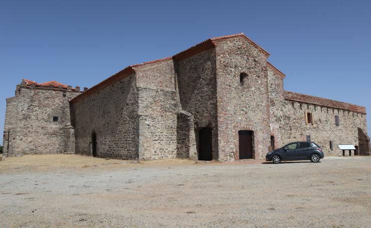 Calera de León: Un monasterio próximo al cielo