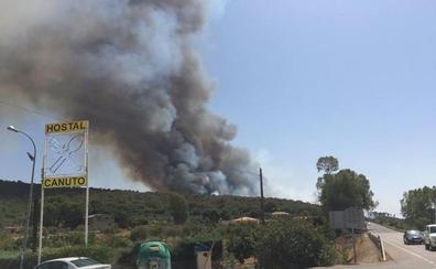 Un incendio en el Cruce de las Herrerías obligó a desalojar chalés y un restaurante