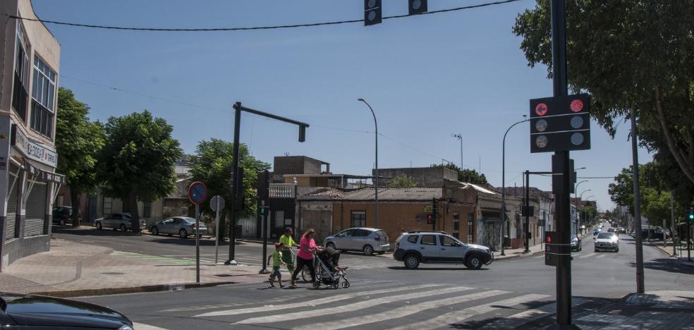 Los nuevos semáforos refuerzan la seguridad en la salida de Badajoz a Campomayor