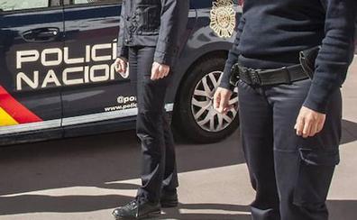 Cuatro detenidos en Badajoz tras intentar pagar con una tarjeta robada en un coche