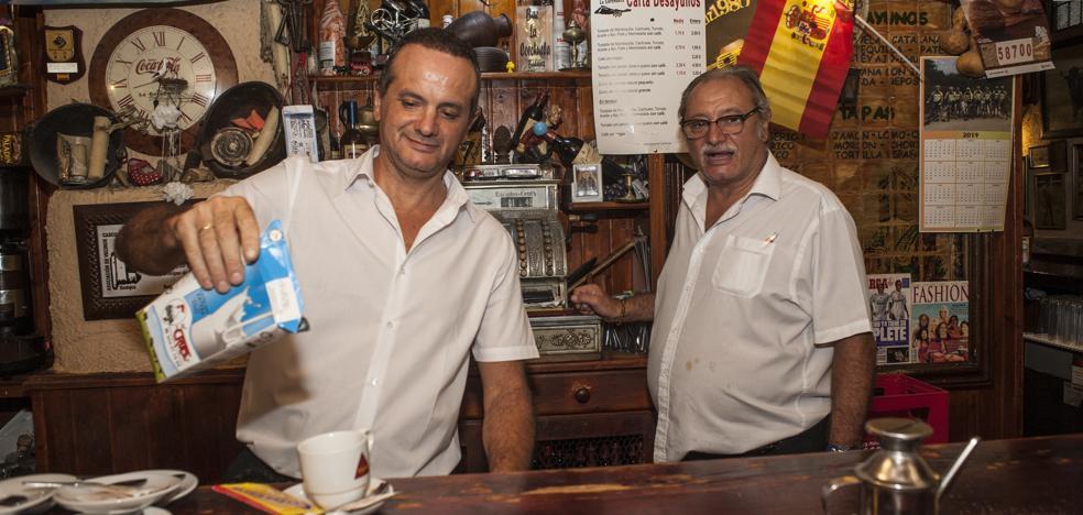 Los camareros del bar pacense La Corchuela retienen a un ladrón que había vaciado la registradora