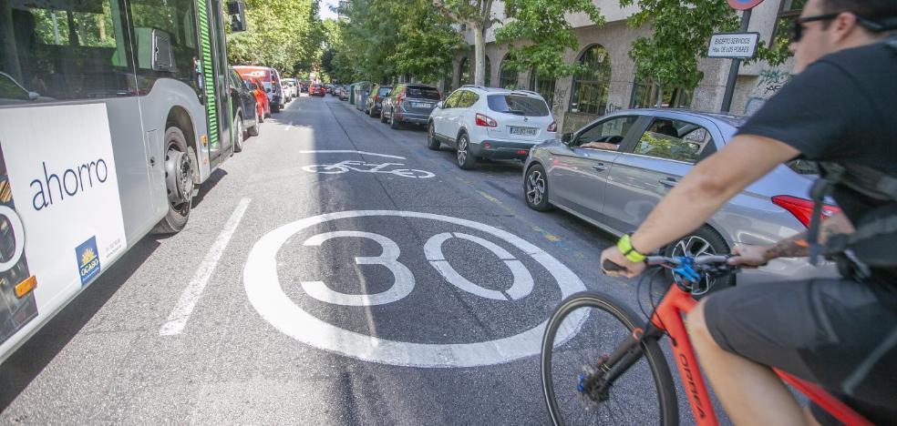 Los carriles a 30, primer paso del plan de Cáceres para incentivar la movilidad en bici
