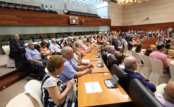 Homenaje a las víctimas del terrorismo, en el hemiciclo de la Asamblea de Extremadura