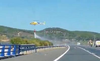 Estabilizado un incendio en el término municipal de Cañaveral que ha obligado a cortar la A-66
