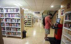 La biblioteca pública de Cáceres oferta un nuevo club de lectura y un taller de filosofía