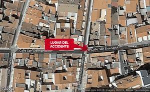 Un joven de 24 años, herido tras la colisión entre un coche y un monopatín en Badajoz