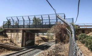 Fomento sustituirá el puente de Gévora sobre la vía del tren para que pase el AVE
