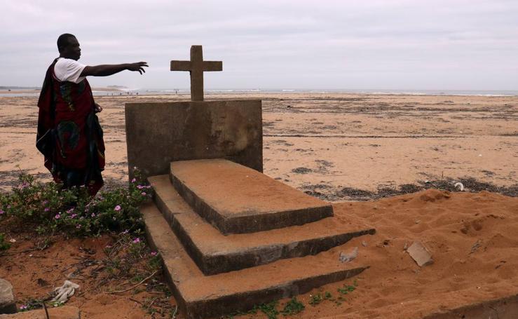 La aldea de Lahou Kpanda devastada por el mar