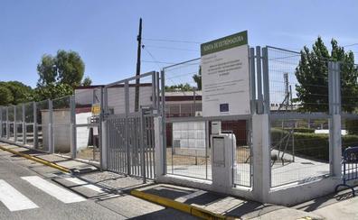 Los padres denuncian que 50 niños se quedan fuera del comedor del colegio Enrique Iglesias de Badajoz