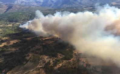 El Infoex estabiliza el incendio en Villanueva de la Vera y reactiva el nivel 1 en Aldeanueva