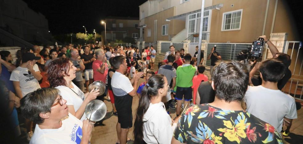 La presión de los vecinos de Cáceres El Viejo echa a los okupas de dos unifamiliares
