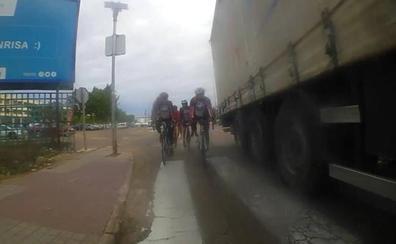 El fiscal pide 18 meses para el camionero acusado de poner en peligro la vida de varios ciclistas en Badajoz