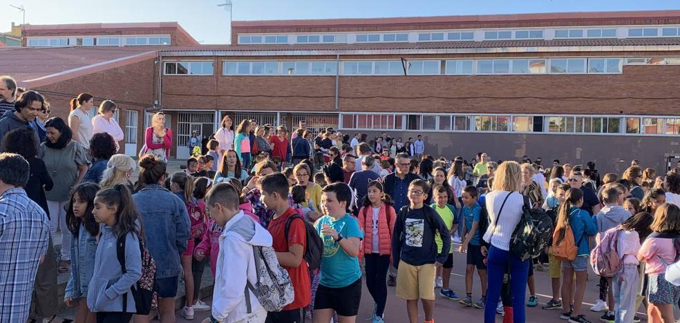 Educación pierde 8.000 alumnos y gana 2.000 docentes en cinco años