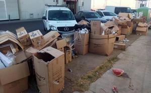 La Policía sancionará a los negocios que dejen la basura fuera del contenedor