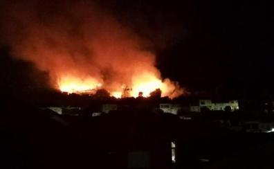 Nivel 1 de peligrosidad por un incendio próximo al casco urbano de Jaraíz