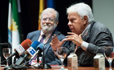 Felipe González recuerda en Cabeza del Buey que en Europa son mayoría los gobiernos de coalición