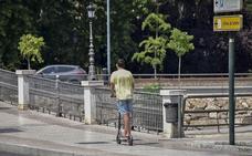 Un joven de 21 años resulta herido en un accidente con un patinete eléctrico en Badajoz