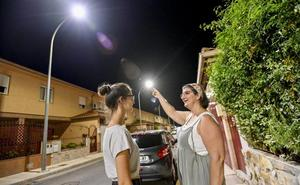 «De noche en Llera parece que es de día por la luz de las farolas»
