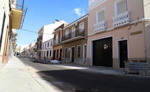 La calle Italia de Don Benito se abre de forma provisional al tráfico tras las obras