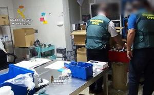 La Guardia Civil destapa en Herrera del Duque una fábrica ilegal de cigarrillos electrónicos y productos de vapeo