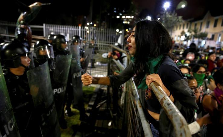 El Parlamento ecuatoriano rechaza despenalizar el aborto en caso de violación