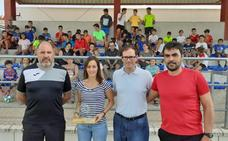 Guadalupe Porras recoge su premio en Barcarrota