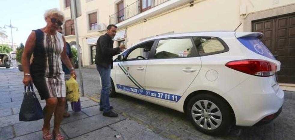 El juzgado condena al Ayuntamiento de Mérida a continuar la adjudicación de seis taxis
