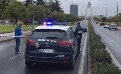 Disparan hasta cuatro veces al conductor de un coche cuando circulaba por el Puente Real de Badajoz