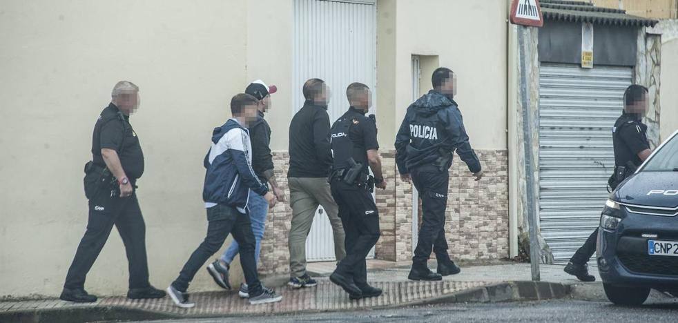 Detienen junto a la Jefatura de la Policía Nacional de Badajoz al segundo implicado en el tiroteo del Puente Real