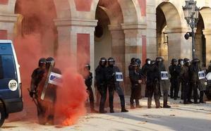 Los Mossos se arman para un otoño catalán caliente