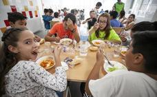 Las familias gestionan los comedores en nueve de los 16 colegios públicos de Cáceres