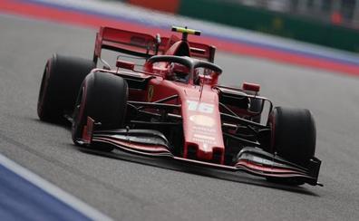 Mercedes sufre en Sochi y Ferrari se frota las manos