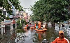 Las lluvias monzónicas dejan casi 140 muertos por las inundaciones en India