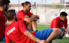 Competición retira la segunda amarilla a Mario Gómez y podrá jugar el domingo
