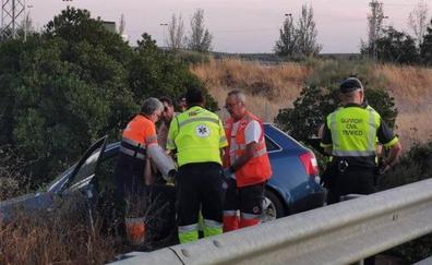 Heridas tres personas de diversa consideración en una salida de vía en la A-66 cerca de Torremejía