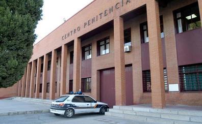 Intenta meter hachís, heroína y un móvil en la cárcel de Badajoz tras un permiso