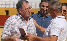 La Asociación taurina Conde de la Corte rinde homenaje a Francisco Gata