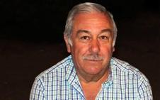 Fernando Negrete, de Valverde de Leganés, se jubila después de cuarenta años dedicado a la enseñanza