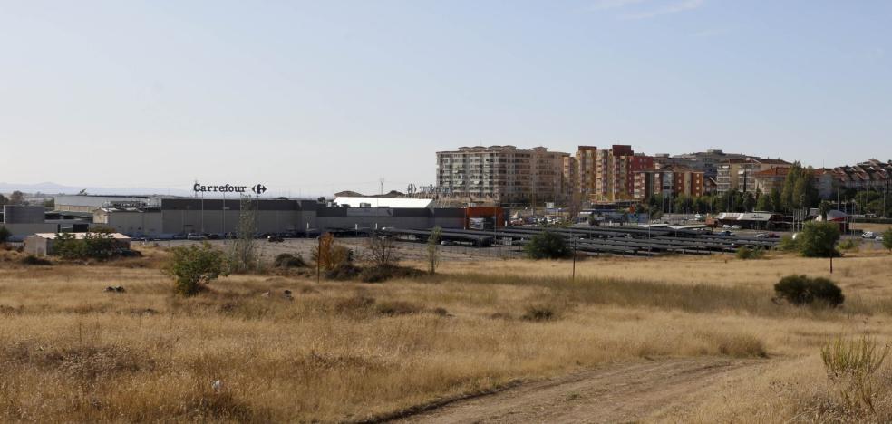 El parque comercial de Cáceres continúa bloqueado tras reunirse Pronorba y el Ayuntamiento