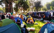 Activistas contra el cambio climático acampan frente al Ministerio de Transición Ecológica