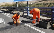 Arrancan las obras para arreglar el firme en la carretera Cáceres-Badajoz