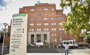 Retrasan operaciones de cáncer de mama en el Perpetuo de Badajoz «por falta de coordinación»