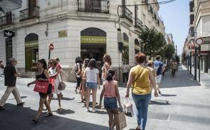 El PSOE cree que abrir 16 festivos perjudica al pequeño comercio de Badajoz