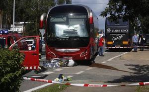Fallece una motorista tras chocar con un autobús de una empresa pacense en Pontevedra