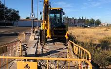 Inician las obras de la red de agua en el polígono de Almendralejo